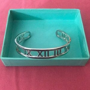 Jewelry - Sterling silver bangle